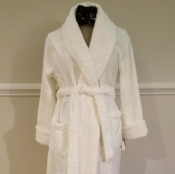 ba2dc59b8090 Sonoma Intimates & Sleepwear | Super Soft Ivory Robe M | Poshmark